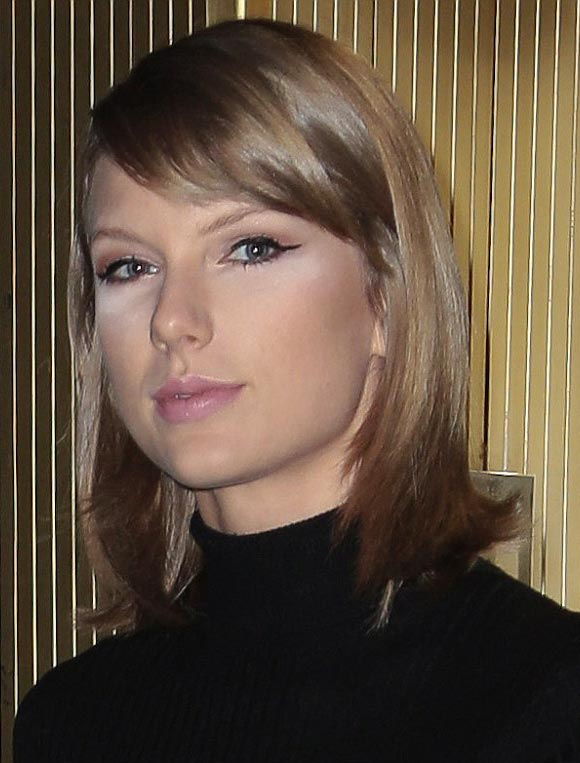 Taylor-Swift-makeup-oct-2015-02