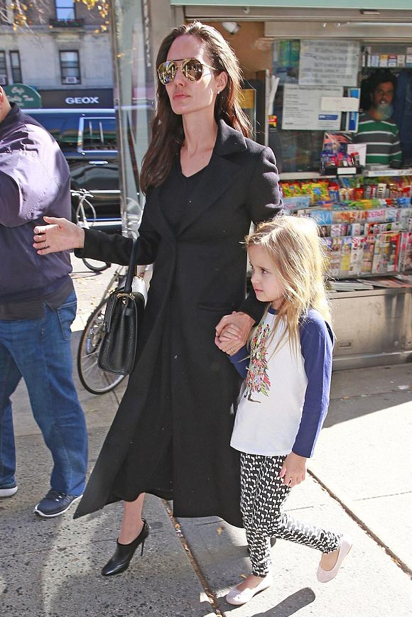 Angelina-Jolie-Brad-Pitt-twins-nov-2015-02