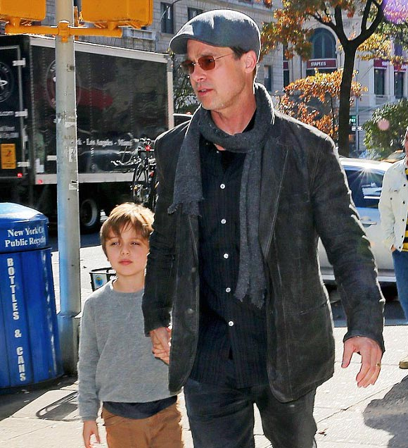 Angelina-Jolie-Brad-Pitt-twins-nov-2015-04