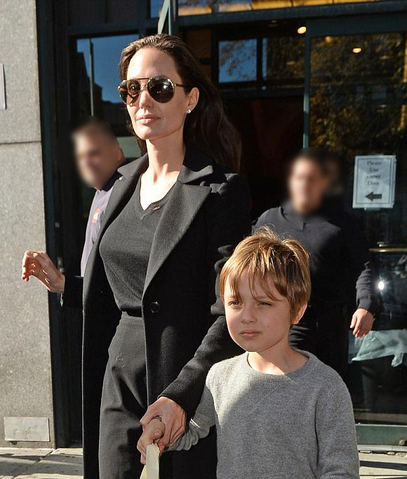 Angelina-Jolie-Brad-Pitt-twins-nov-2015-11