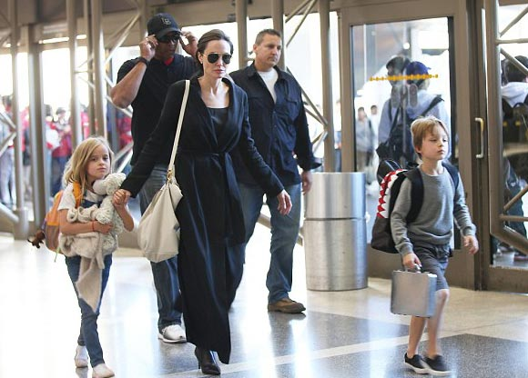 Angelina-Jolie-children-nov-2015-02