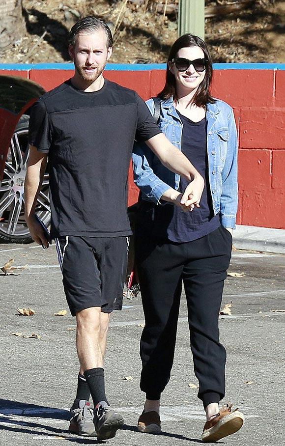 Anne-Hathaway-pregnancy-2015-01