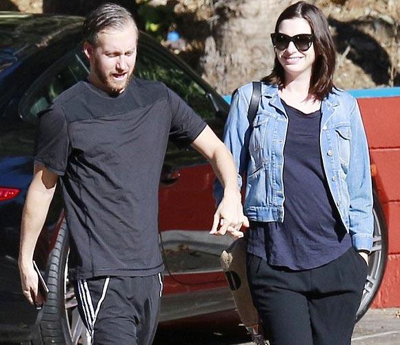 Anne-Hathaway-pregnancy-2015