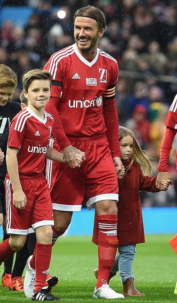 David-Beckham-Romeo-Cruz-Harper-UNICEF-charity-match-2015-02