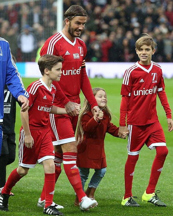 David-Beckham-Romeo-Cruz-Harper-UNICEF-charity-match-2015-03