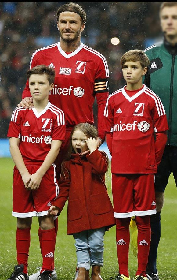David-Beckham-Romeo-Cruz-Harper-UNICEF-charity-match-2015-04