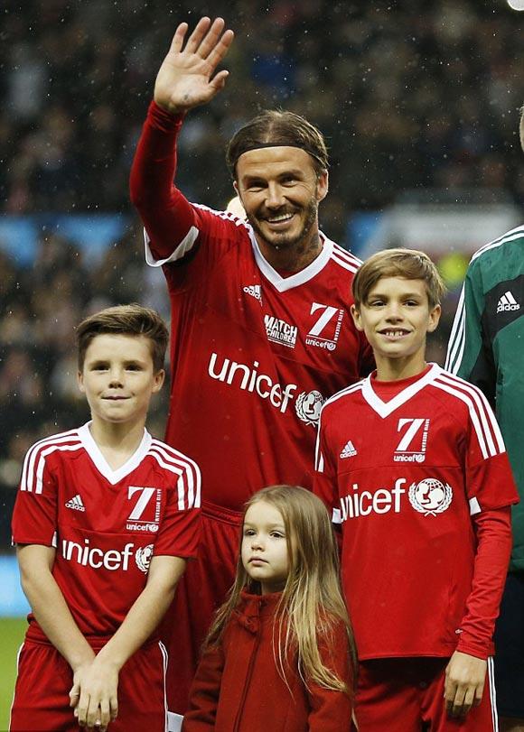 David-Beckham-Romeo-Cruz-Harper-UNICEF-charity-match-2015-09