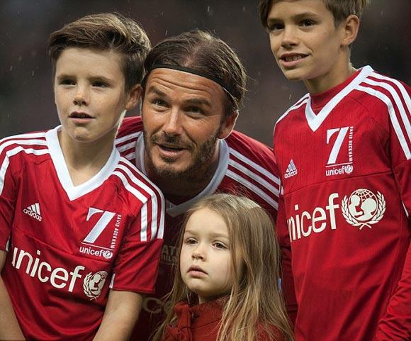 David-Beckham-Romeo-Cruz-Harper-UNICEF-charity-match-2015-11