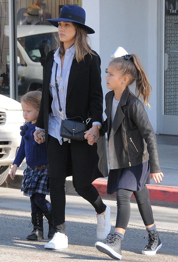 Jessica-Alba-daughters-Honor-Haven-nov-2015-01