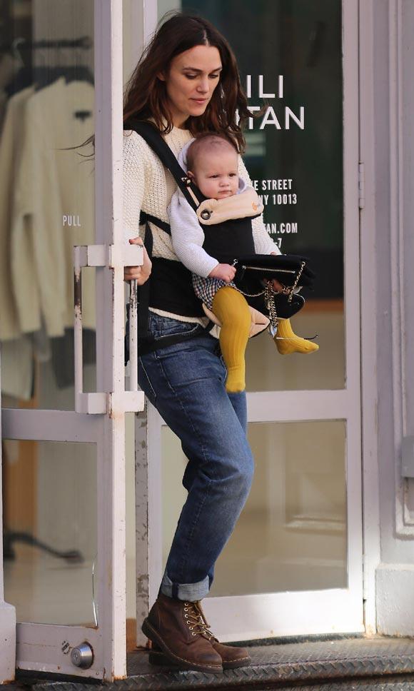 Keira-Knightley-daughter-Edie-oct-2015-04