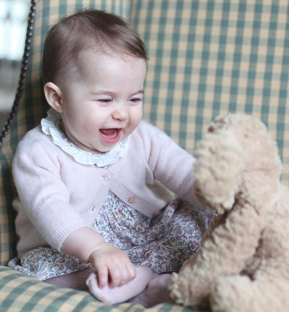 Princess-Charlotte -six-months-2015-02