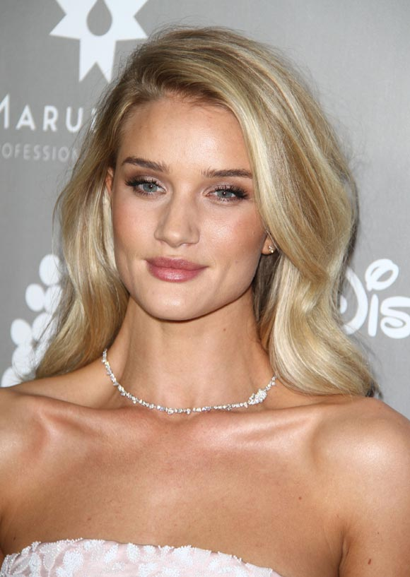 Rosie-Huntington-Whiteley-party-makeup-nov-2015