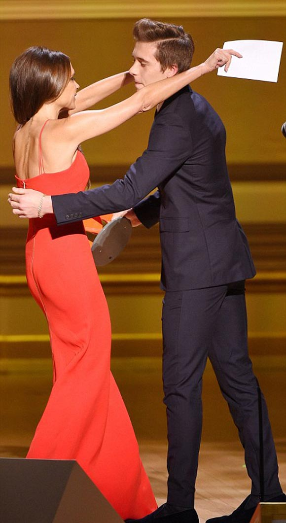 Victoria-Beckham-brooklyn-2015-Glamour-Women-Year-Awards-05