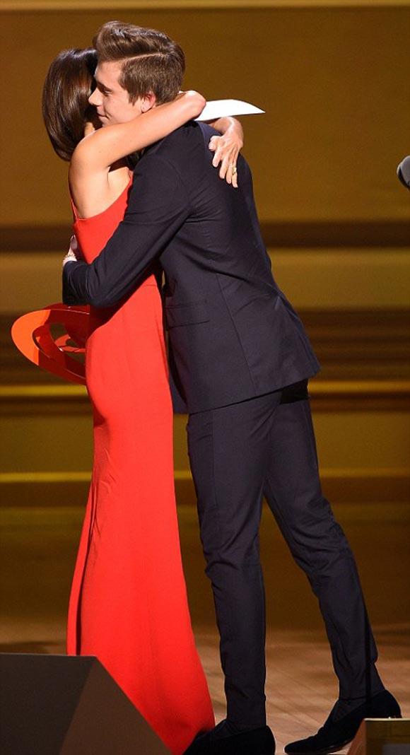 Victoria-Beckham-brooklyn-2015-Glamour-Women-Year-Awards-06
