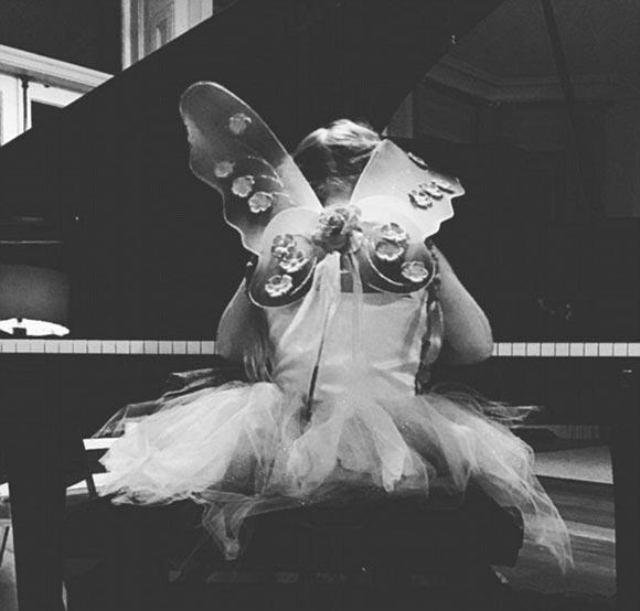 harper-seven-beckham-piano-2015