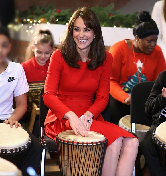 Duchess-Kate-fashion-dec-2015-02