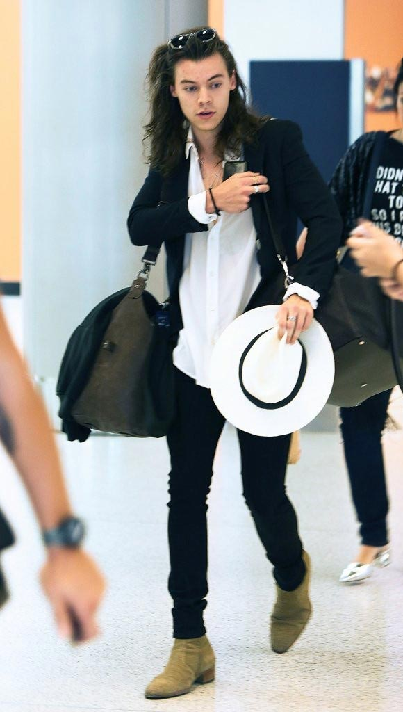 Harry-Styles-airport-fashion-dec