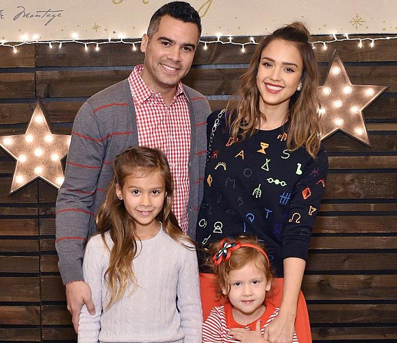 Jessica-Alba-family-dec-2015