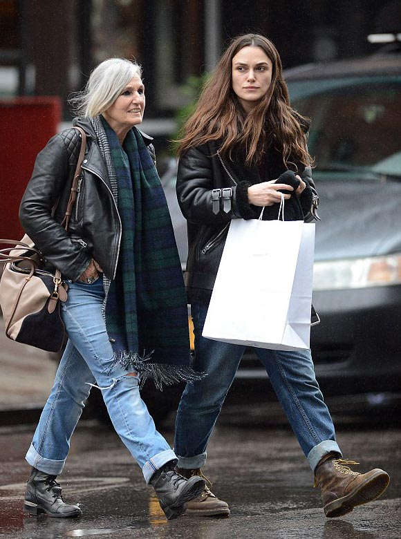 Keira-Knightley-mother-Sharman-dec-2015-03