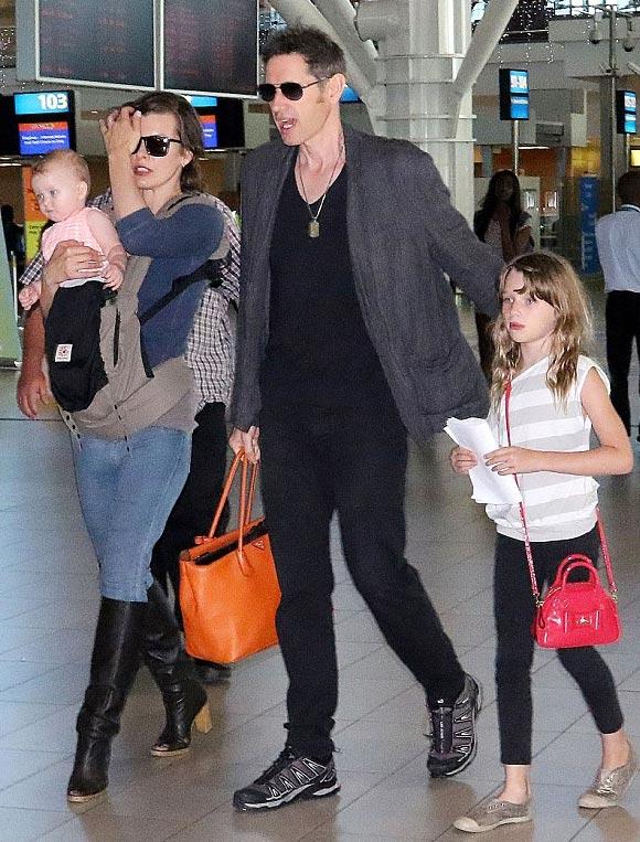 Milla-Jovovich-family-dec-2015-01