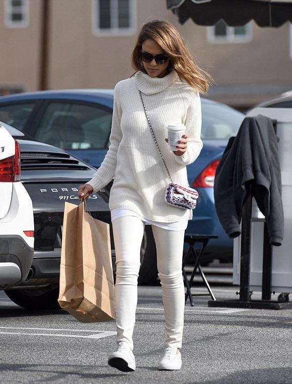 jessica-alba-outfit-white-dec-2015