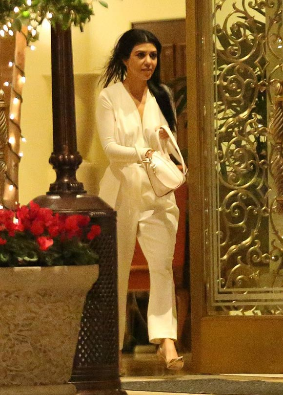justin-bieber-kourtney-kardashian-romance-hotel-dec-2015