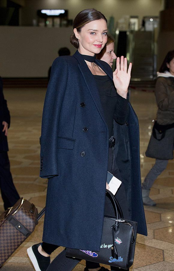 miranda-kerr-korea-airport-dec-2015-02