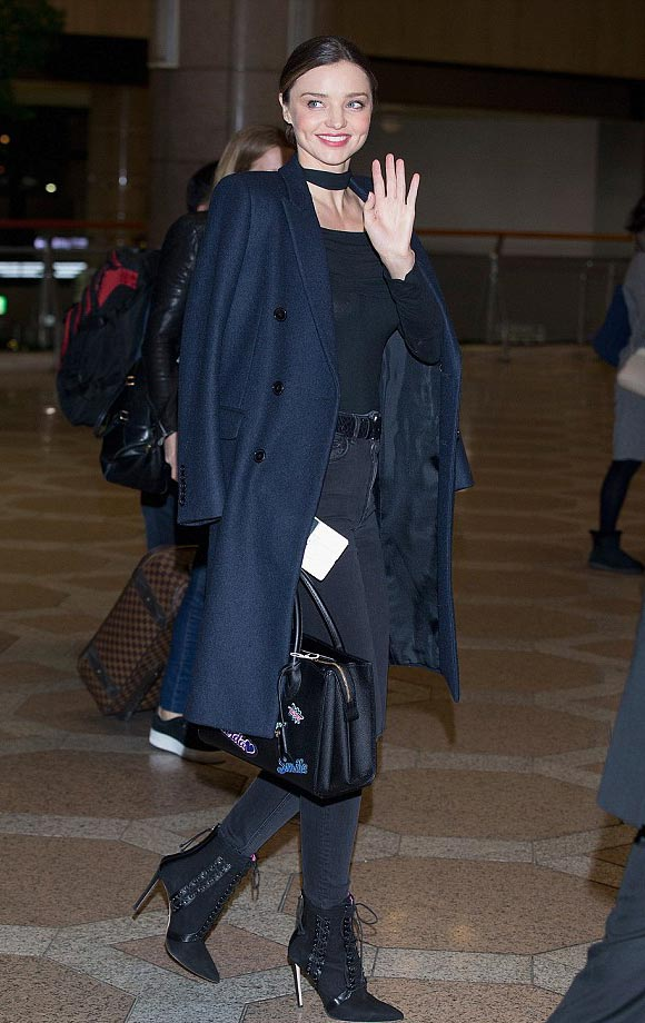 miranda-kerr-korea-airport-dec-2015