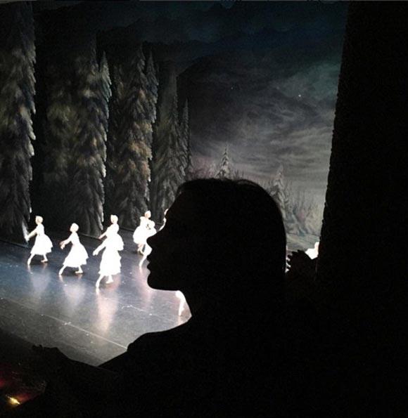 victoria-beckham-harper-ballet-instagram-dec-2015-02