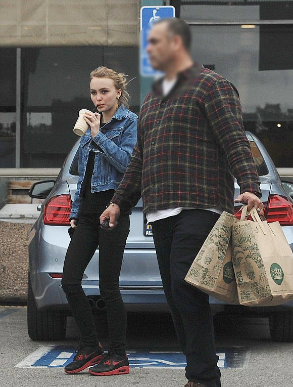 Lily-Rose-Depp-outfit-jan-2016-01