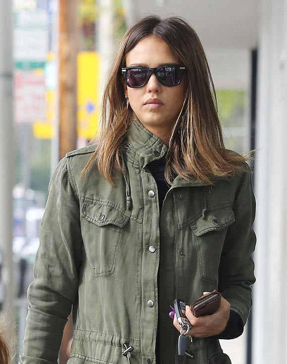 jessica-alba-hair-middle-jan-2016