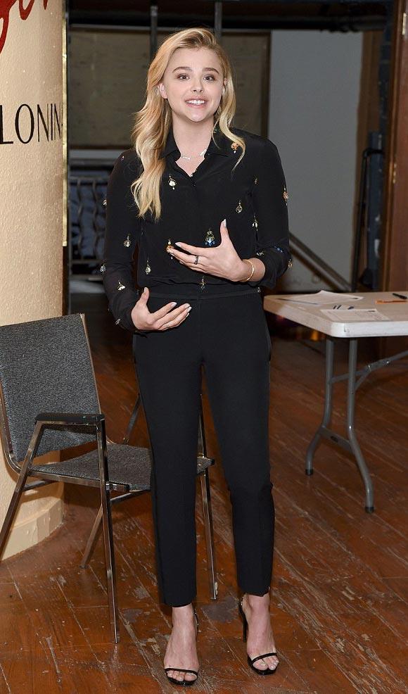 Chloe-Moretz-campaign-trail-Hillary-feb-2016-01