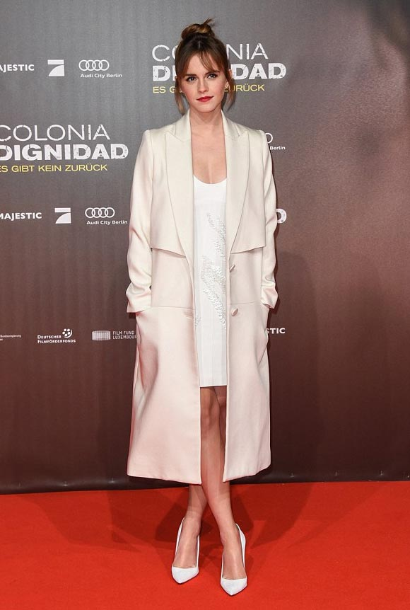 Emma-Watson-Colonia-premiere-feb-2016-01