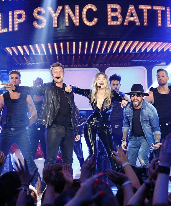 Gigi-Hadid-Backstreet-Boys-Lip-Sync-Battle-2016-03
