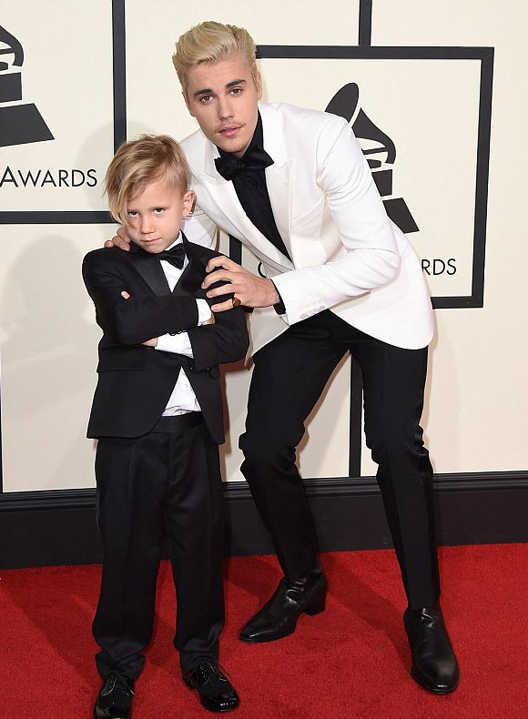 Justin-Bieber-brother-Jaxon-Grammy-Awards-2016-03