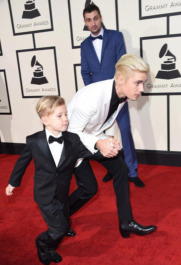 Justin-Bieber-brother-Jaxon-Grammy-Awards-2016-07
