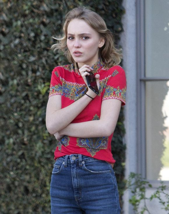Lily-Rose-Depp-outfit-feb-2016-01