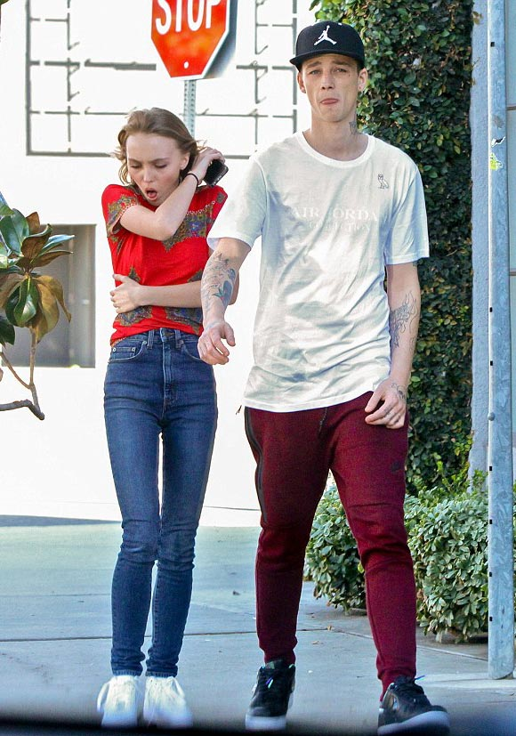 Lily-Rose-Depp-outfit-feb-2016-02
