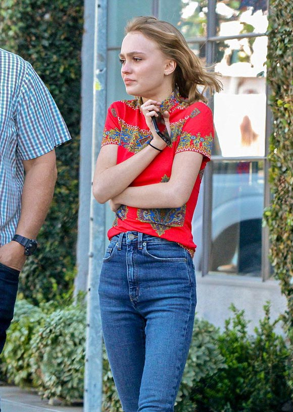 Lily-Rose-Depp-outfit-feb-2016-04