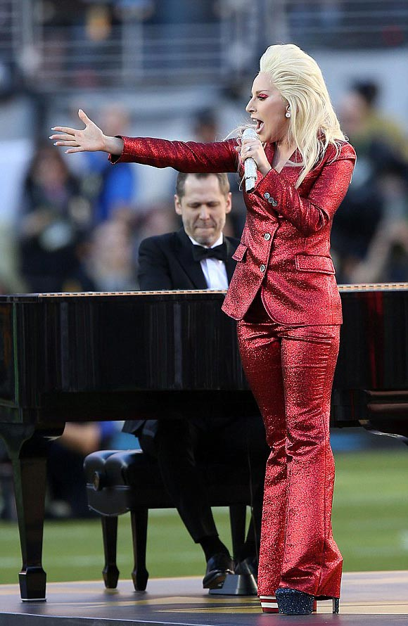 ladygaga-super-bowl-2016-02