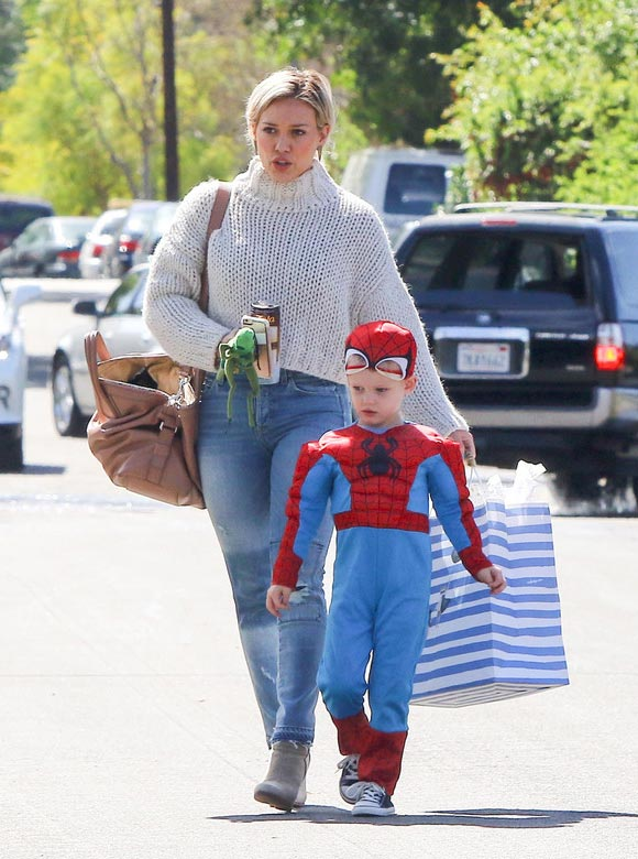 Hilary-Duff -son-Luca-spiderman-mar-2016-01