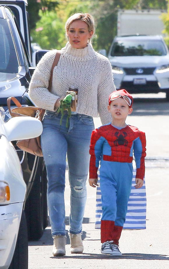 Hilary-Duff -son-Luca-spiderman-mar-2016-02
