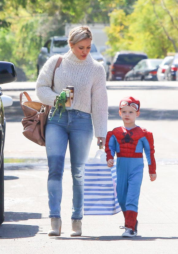 Hilary-Duff -son-Luca-spiderman-mar-2016-03