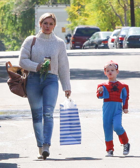 Hilary-Duff -son-Luca-spiderman-mar-2016-04