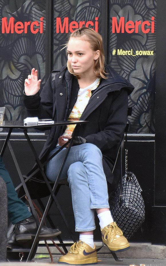 Lily-Rose-Depp-paris-mar-2016-02