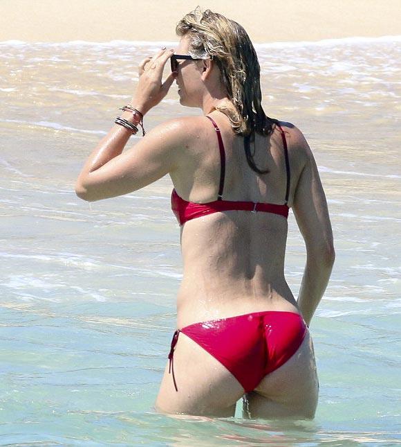 Maria-Sharapova-bikini-march-2016-06