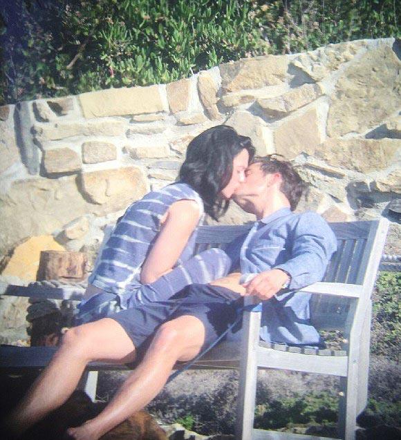 Orlando-Bloom-Katy-Perry-kiss-mar-2016-01