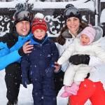 シャーロット王女が初めての雪遊び!英ウィリアム王子一家がスキー旅行 #最新 #2016