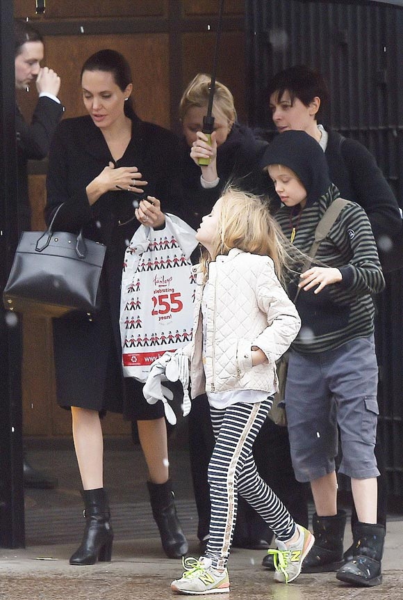 Angelina-Jolie-Vivienne-Shiloh-april-2016-01
