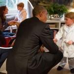 英ジョージ王子、パジャマ姿でオバマ大統領と面会!